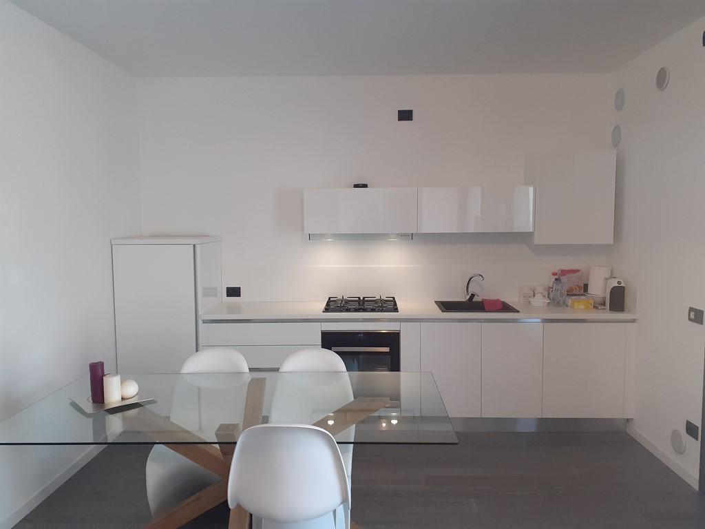 http://www.casavacanzelerose.it/site/wp-content/uploads/2020/04/appartamento_la_butega_01.jpg